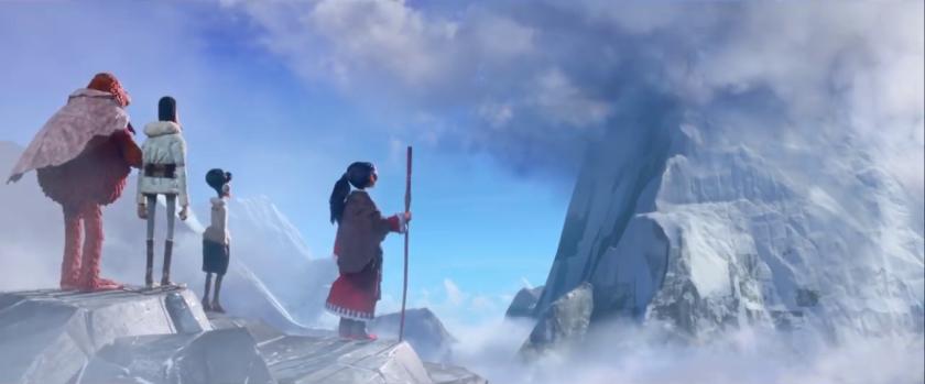 Monsieur Link recouvert d'une couverture courte en compagnie d'une guide, de Lionel Frost et Adelina Fortnight devant une montagne en Himalaya