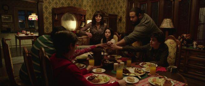 Shazam 2019 billy batson et sa nouvelle famille à table