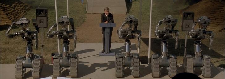 Short Circuit conférence de presse présentation des robots saluent la foule