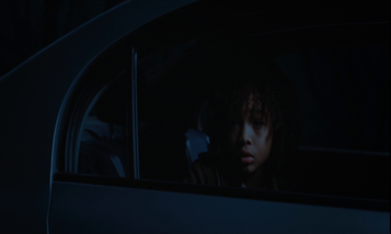 le jour où la terre s'arrêta 2008 jacob benson observant klaatu à l'arriere de la voiture de sa belle mère