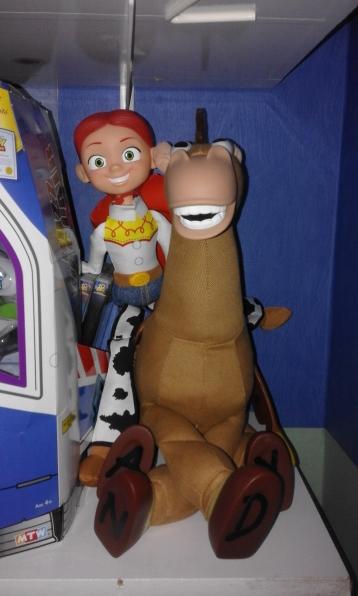 Toy Story Figurine Jessie assise sur la figurine de pile-poil