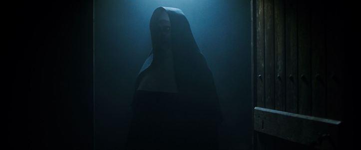 La nonne 2018 une porte s'ouvre et fait apparaitre la nonne