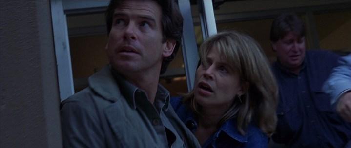 Le Pic de Dante 1997 Harry Dalton et Rachel s'abritant d'une émeute pendant que le volcan entre en eruption