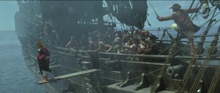 Pirates des caraibes la malédiction du black pearl elizabeth swann sur une planche menacée par des pirates