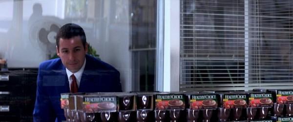 Punch Drunk Love Barry admirant ses pots de pudding