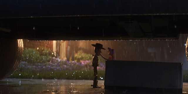 Toy Story 4 Woody et la bergère arbités de la pluie sous une voiture se disent adieu