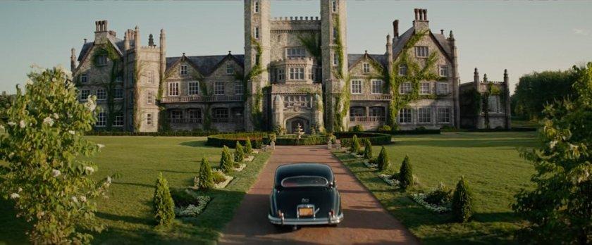 x men dark phoenix une voiture se dirigeant vers l'institut xavier