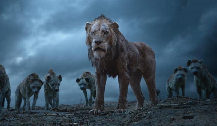 Le roi lion 2019 Scar entouré des hyènes