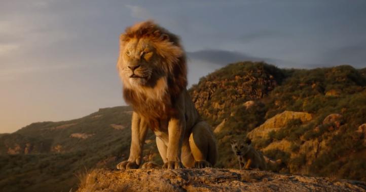 Le roi lion 2019 Simba aux cotés de Mufasa