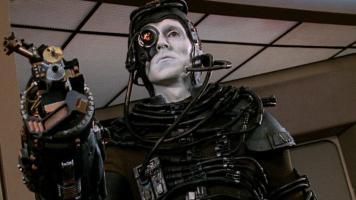 A ma gauche un Borg provenant de la franchise Star Trek.