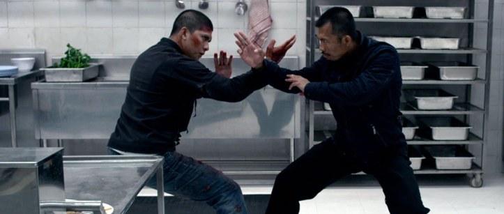 The raid 2 Rama dans une cuisine face à l'assassin