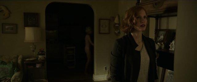 Ca chapitre 2 une vieille femme nue passe derrière Beverly