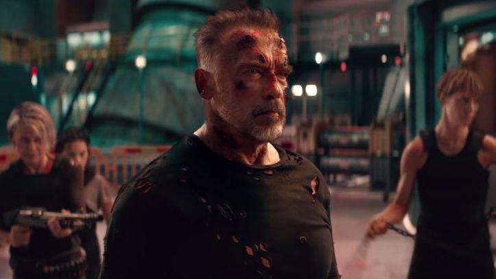 Terminator-Dark-Fate-le T101 endommagé entouré de sarah dani et grace