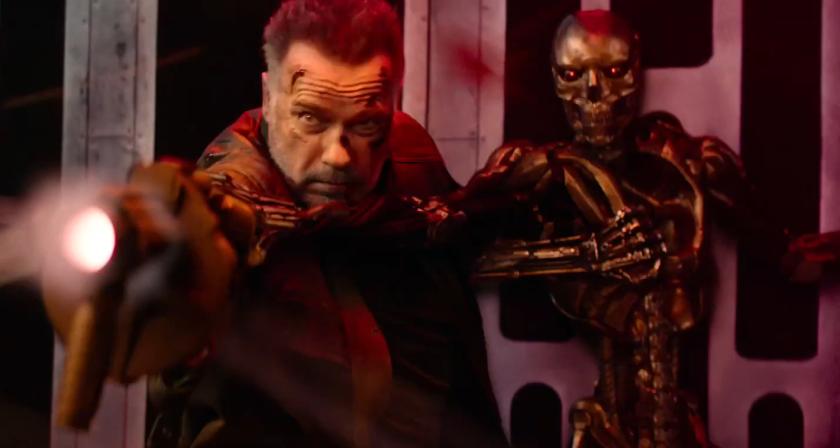 Terminator Dark Fate le T101 retenant le rev9 pour tirer sur son double