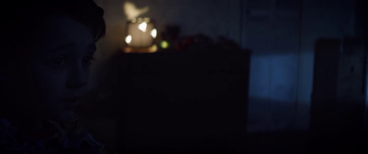 Child eater Lucas dans sa chambre avec sa veilleuse