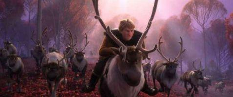 La reine des neiges 2 kristoff et sven entouré de rennes