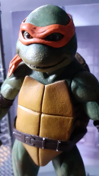 TEENAGE MUTANT NINJA TURTLE ACTION FIGURE MICHELANGELO Neca gros plan