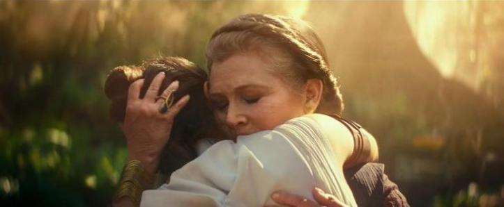Star wars L'ascension de Skywalker Leia prenant dans ses bras Rey