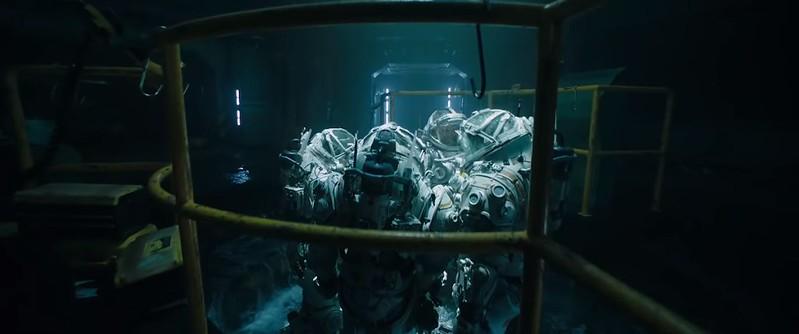 Underwater 2020 Norah et ses équipiers en combinaison s'appretant à prendre un ascenseur