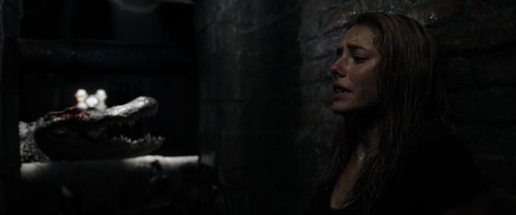 Crawl 2019 Haley se cache d'un alligator à l'oeil crevé
