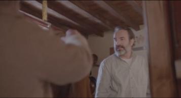 Le Daim George stupéfait en voyant sa veste en daim