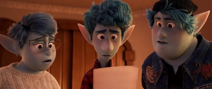 En Avant Disney Pixar Ian, Barley lisent une lettre de leur père aux cotés de leur mère