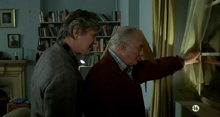 Le-justicier-de-new-york-deux-vieil-homme-regarde-à-une-fenêtre
