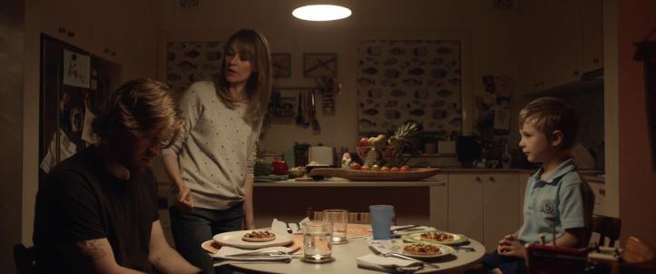 Little-Monsters-2019-repas-familial-avec-une-mère-de-famille-son-frère-et-son-fils