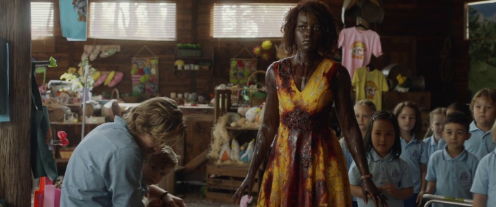 Little-Monsters-2019-une-maitresse-afro-americaine-protège-ses-élèves