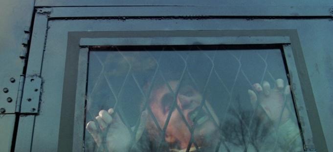 rabid-1977-un-homme-enragé-cogne-dans-une-vitre-de-camion
