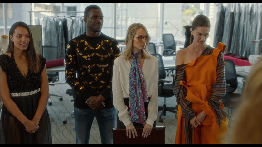 Rabid 2020 une jeune femme blonde à lunettes se tenant à coté de ses collègues stylistes