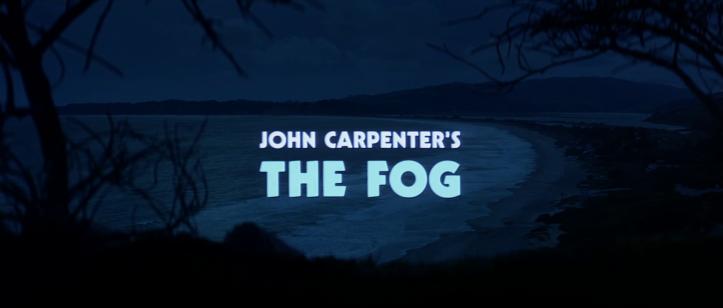 The-Fog-john-carpenter-titre-d'un-film-apparaissant-devant-une-plage