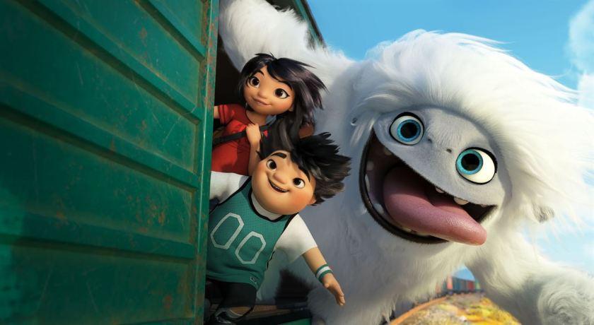 Abominable-dreamworks-jeune-fille-petit-garçon-et-yéti-sortant-leur-tete-d'un-wagon-de-train