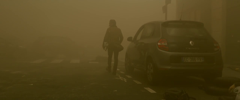 Dans-la-brume-un-homme-marche-seul-dans-une-rue-brumeuse
