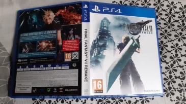 Final-Fantasy-VII-Remake-Edition-Deluxe-PS4-boitier-standard