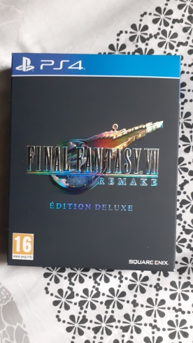 Final-Fantasy-VII-Remake-Edition-Deluxe-PS4-coffret
