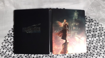 Final-Fantasy-VII-Remake-Edition-Deluxe-PS4-steelbook