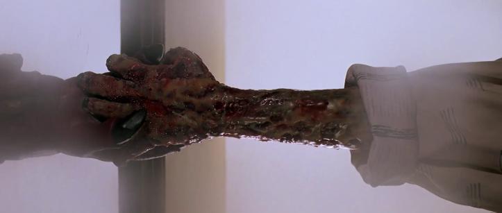 Le-prince-des-ténèbres-une-à-la-peau-rongée-tire-d'un-miroir-une-main-diabolique