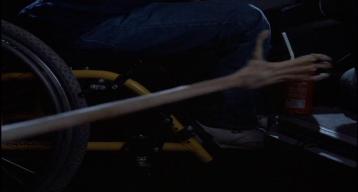 Mac-et-moi-bras-allongé-d'alien-attrapant-une-canette