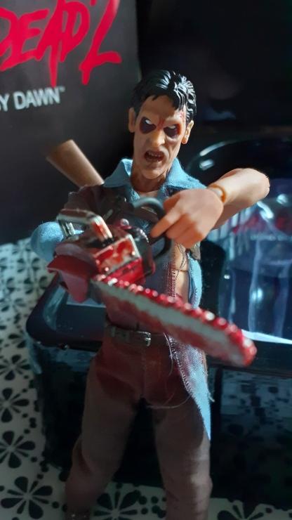 Mezco-Toys-Evil-Dead-2- Figurine-12-One-ash-williams-possédé