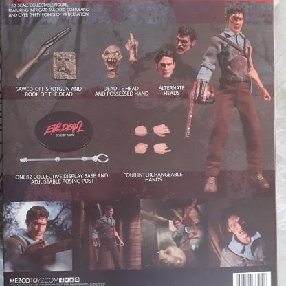 Mezco-Toys-Evil-Dead-2- Figurine-12-One-descriptif-de-l'intérieur-d'une-boite