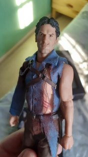 Mezco-Toys-Evil-Dead-2- Figurine-12-One-figurine-de-ash-williams