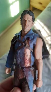 Mezco-Toys-Evil-Dead-2- Figurine-12-One-figurine-de-ash-williams