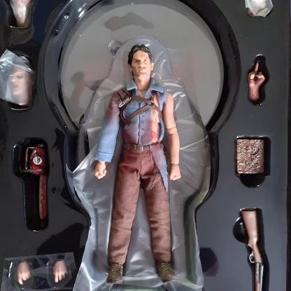 Mezco-Toys-Evil-Dead-2- Figurine-12-One-figurine-et-accessoires