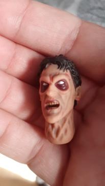 Mezco-Toys-Evil-Dead-2- Figurine-12-One-tête-de-ash-possédé