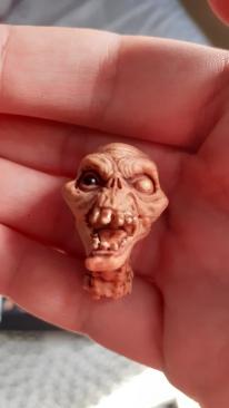 Mezco-Toys-Evil-Dead-2- Figurine-12-One-tête-de-démon