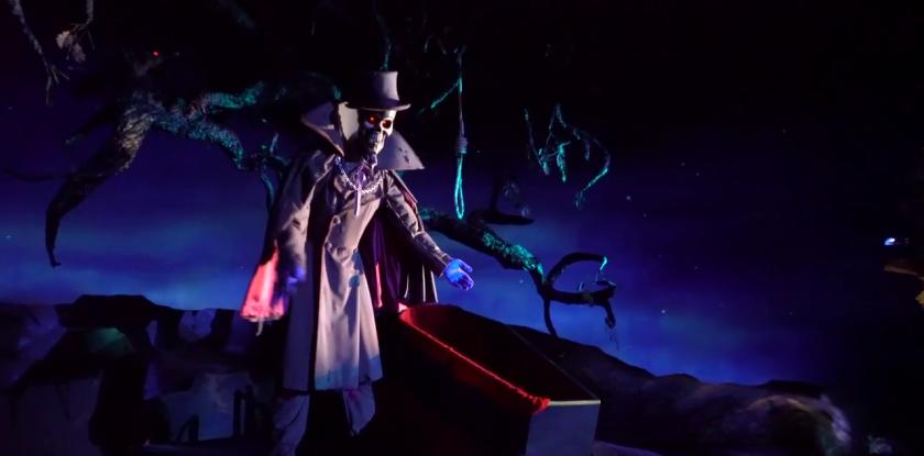 phantom-manor-le-fantome-posté-à-coté-d'un-cercueil-et-une-corde