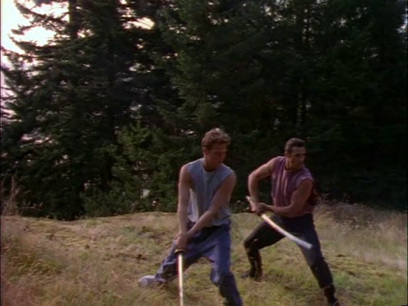 highlander-serie-duncan-entraine-richie-à-l'épée