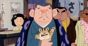 Kié-la-petite-peste-le-patron-d'une-salle-de-jeux-aux-cotés-de-ses-hommes-de-mains-et-de-son-chat-antonio
