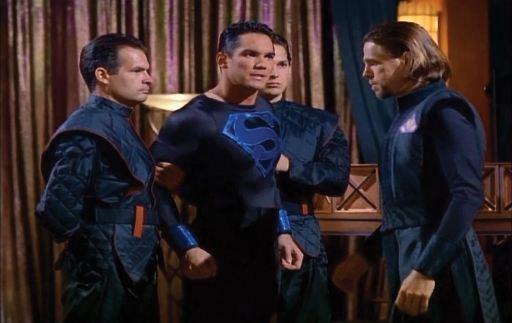 lois-et-clark-les-nouvelles-aventures-de-superman-superman-en-black-suit-jugé